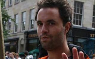 Om fără adăpost, succesor la tronul britanic, condamnat pentru insultarea unui român