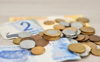 Bani, euro, salarii