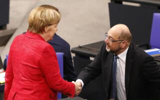 Angela Merkel da mana cu Martin Schulz