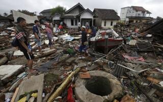 sat distrus de tsunami în Indonezia
