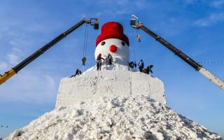 Om de zăpadă uriaș în China