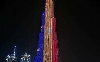 Cea mai înaltă clădire din lume, Burj Khalifa din Dubai, a fost luminată în culorile steagului României, de Ziua Națională