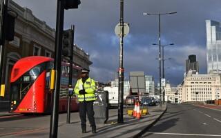 O mașină a intrat, intenționat, într-un grup de elevi care ieșeau de la cursuri, în Londra. un mort și cinci răniți