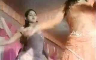 dansatoare impuscata
