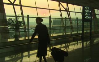 Autoritățile din China recomandă însoțitoarelor de bord din avioane să poarte scutece. Care e motivul