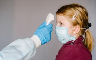 Noua tulpină a coronavirusului din Marea Britanie ar infecta cu ușurință copiii. Studiile sunt în desfășurare
