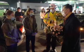 Gimnastele Ana Bărbosu şi Iulia Trestianu, întâmpinate cu flori la Focşani. VIDEO