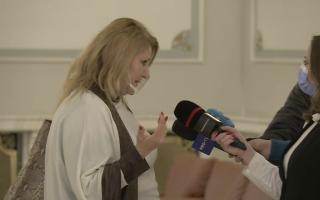 """Cum a venit senatoarea AUR Diana Șoșoacă la Parlament. """"Nu mai discut pentru că sunt sătulă"""""""