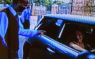 Reeva Steenkamp in masina, camera de supraveghere