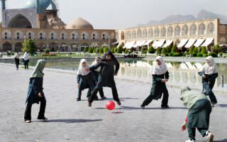 Jucatoare de fotbal, in Iran