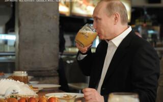 Vladimir Putin bea bere