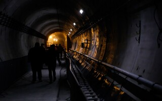 Imagine din tunelul care leagă staţiile de metrou Favorit şi Drumul taberei 34