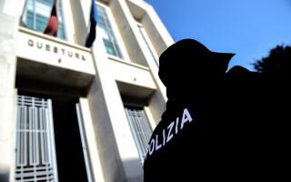 politie din Italia in fata chesturii