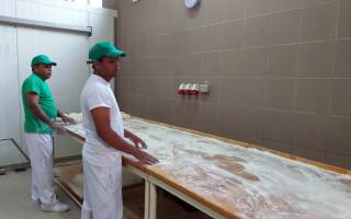 Revolta la Ditrau, Harghita, dupa angajarea unor asiatici la fabrica de paine - 2