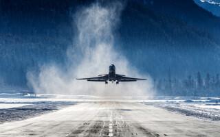 Peste 300 de zboruri anulate în nordul Europei din cauza furtunilor