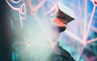 Cască revoluționară de realitate virtuală, produsă de Apple. Cât va costa când va ajunge pe piață