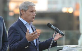 """Dacian Cioloș: """"Cresc pensiile, cresc salariile, cresc investiţiile. Atunci, unde e austeritatea?"""""""