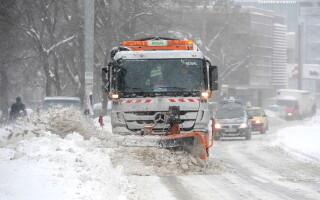 Filmul unei zile in care in Bucuresti a nins si a viscolit incontinuu