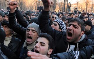 protestatari in Ghiumri, Armenia