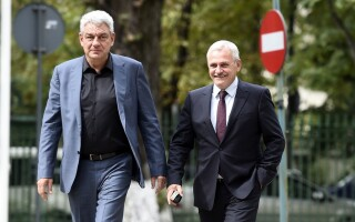 Liviu Dragnea, presedintele PSD, si premierul Mihai Tudose se pregatesc sa participe la sedinta Biroului Politic National al Partidului Social Democrat