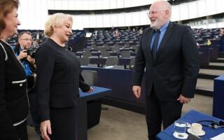 Viorica Dancila si Frank Timmermans in Parlamentul European