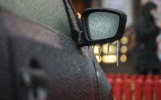 Ploaie înghețată în București. Ghețușul a provocat probleme în trafic