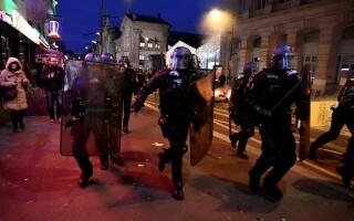 Noi ciocniri între vestele galbene şi poliţie, în Paris