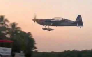 Avion acrobatic