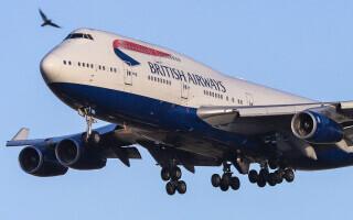 Cum a supraviețuit un tânăr agățat de roata unui avion după un zbor de 9.000 de kilometri. Prietenul lui a căzut la aterizare