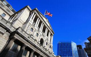 Clienții băncilor care refuză să poarte masca vor avea conturile lichidate. Două mari bănci din Anglia au anunțat măsurile fă