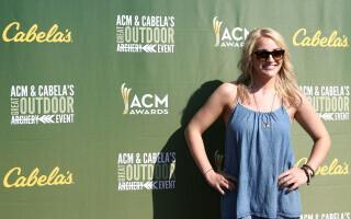 Sora lui Britney Spears a dat vina pe Elon Musk și Tesla pentru moartea pisicilor ei