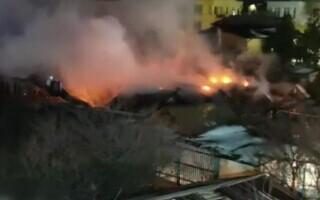 O centrală termică a explodat la Techirghiol. Focul s-a întins pe un kilometru pătrat
