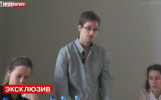 Edward Snowden pe aeroportul din Rusia