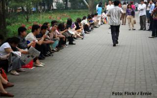 Gao Kao examen parinti asteptand afara