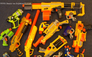arme de jucarie din plastic FOTO: FLICKR