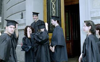 absolventi cu roba si toca