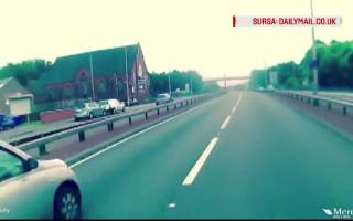 tanar pe o autostrada din Marea Britanie