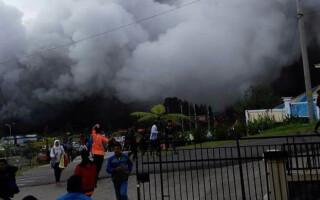 eruptie vulcan Indonezia