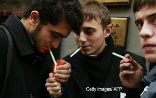 elevi fumat