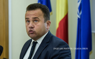 Liviu Pop, ministrul Educatiei, sustine o conferinta de presa dupa afisarea rezultatelor examenului de Bacalaureat