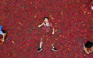 Un chinez a mâncat 50 de ardei iuţi în mai puţin de un minut