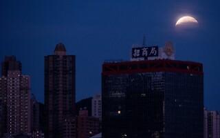 Eclipsa de luna la Hong Kong