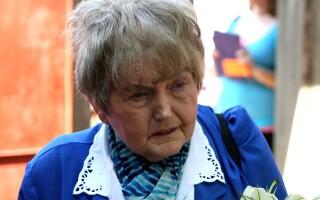 Eva Mozes Kor, supravietuitoare a experimentelor facute pe gemeni de doctorul german Mengele, a revenit in satul natal Port