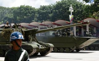 Paradă militară impresionantă organizată de Maduro în Venezuela - 8