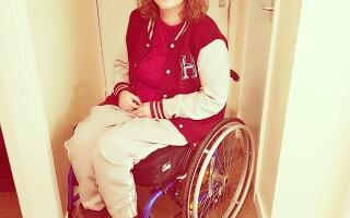 A rămas paralizată, după ce s-a uitat prea mult la televizor. Ce i-au spus medicii