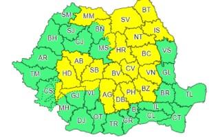 Cod galben de ploi torențiale în 22 de județe