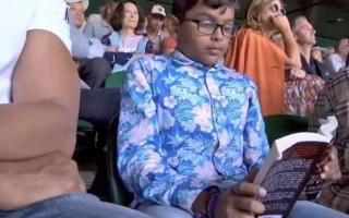 Baiat surprins citind in timpul semifinalei de la Wimbledon