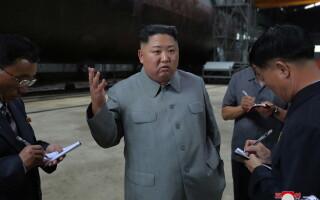 Liderul de la Phenian, Kim Jong-un, a inspectat un nou submarin nord-coreean. FOTO