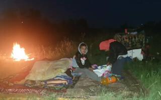 Patru copii, lăsați de DGASPC Iași să doarmă pe câmp, sub cerul liber. Răspunsul incredibil al autorităților