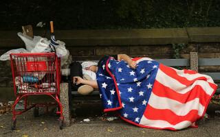 Dezastru în SUA. Unul din trei americani nu mai are bani să-și plătească chiria